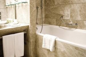 clean bath tub