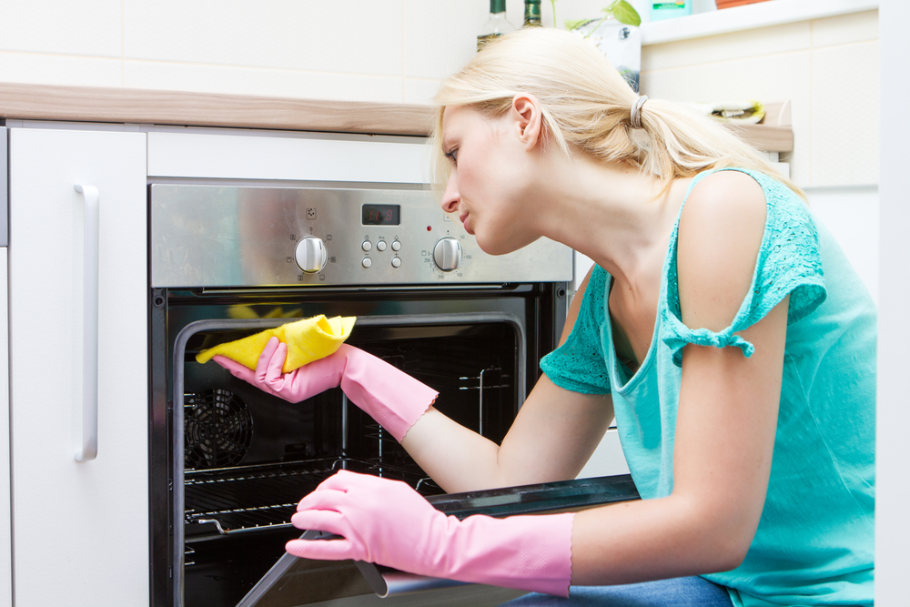 do house cleaners clean ovens