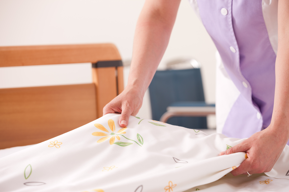 do house cleaners change sheets
